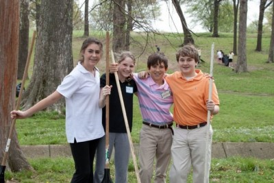 Students team up for service