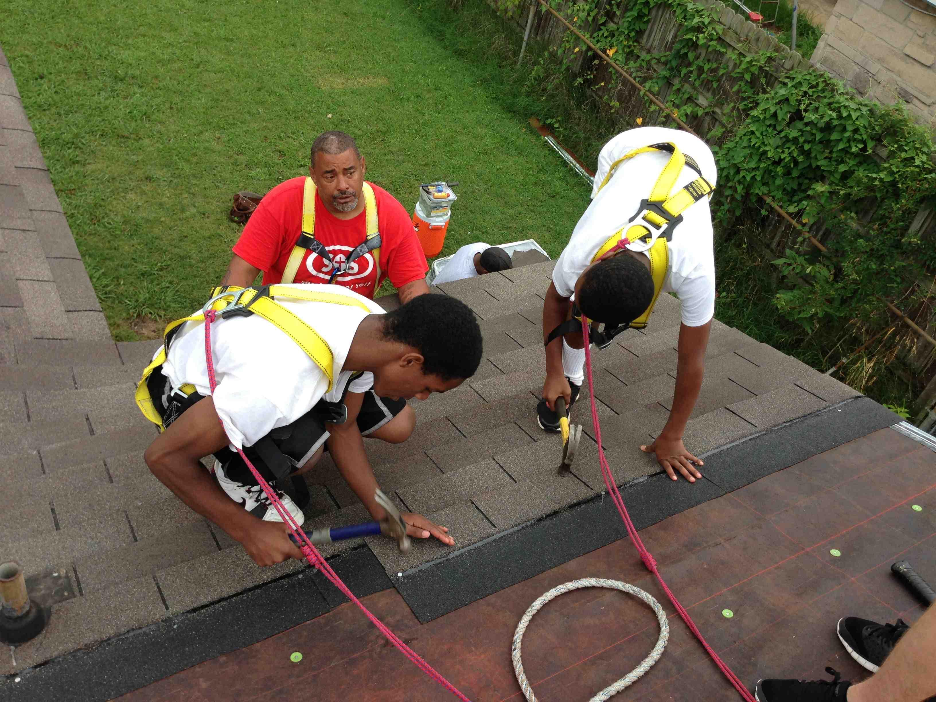Teens from Memphis Athletic Ministries repair homes
